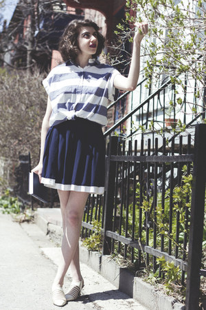 ivory vintage shoes - navy vintage skirt - navy Rails blouse
