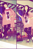black LATEX leggings - black shoes - pink oversized top