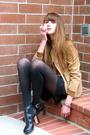 Beige-vintage-coat-black-via-spiga-shoes