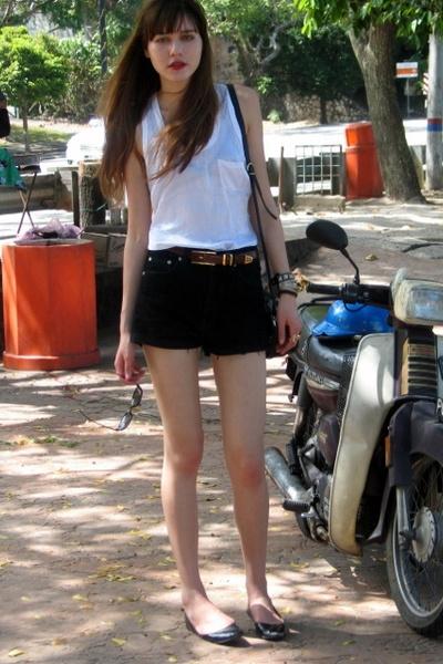 black vintage shorts - white Bebe top