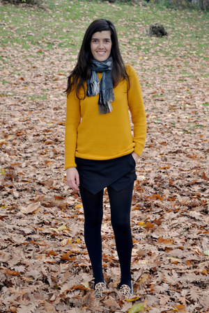 yellow foymall jumper - charcoal gray vintage scarf