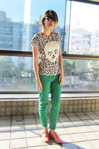 carrot orange Sapato da Corte shoes - white Zara shirt - green Zara pants