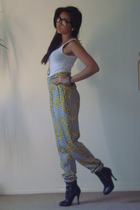 white top - Motel pants - black Forever 21 shoes - gold vintage necklace - black
