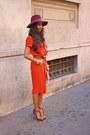 Red-vintage-pierre-balmain-dress-maroon-gucci-hat-beige-ita-collection-bag