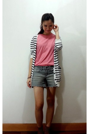 white cardigan - heather gray shorts - salmon socks - bubble gum t-shirt
