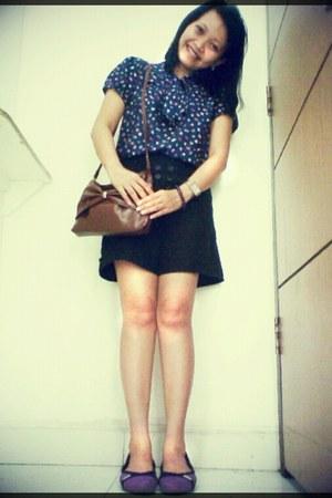 black cotton Details shorts - deep purple rubber Crocs shoes