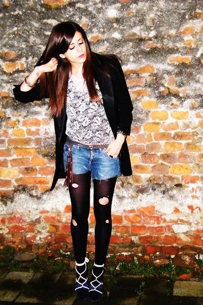 black Guess blazer - beige new look top - black Calzedonia socks - blue Guess sh