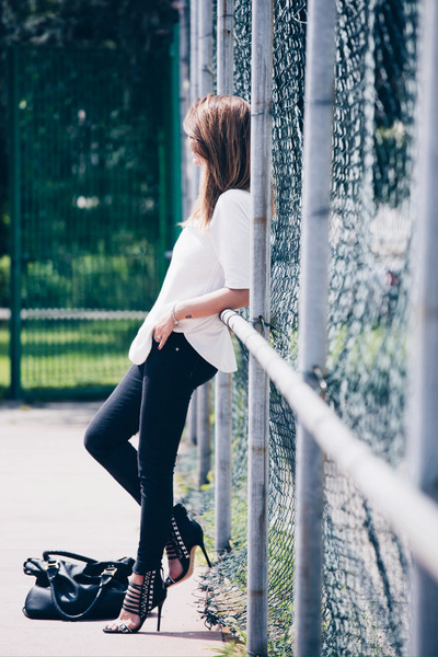 black refrigewear jeans - white Zara shirt - black Chloe bag - black LAMB heels