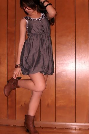 blue Bloom dress - brown Shiekh boots