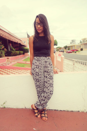 black I MADE IT top - black Forever 21 pants
