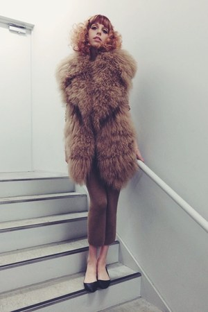tan fur vest vest - black H&M Trend shoes - tan pants