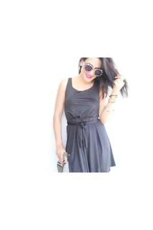 black dresslily dress - black sandals
