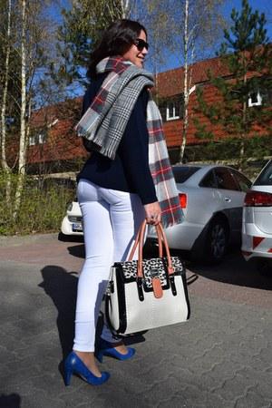 Bershka jeans - Rincon Classics sweater - Stradivarius scarf - Catwalk bag