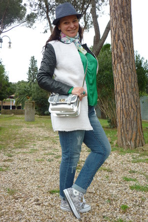 Converse sneakers - Zara jeans - H&M hat - Sheinside jacket - Yessica shirt