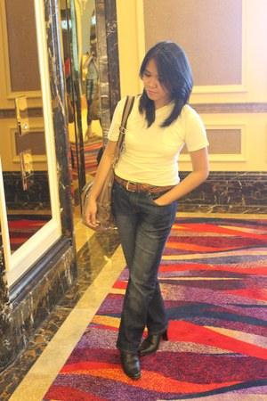 camel shoulder bag bag - black boots - dark gray faded jeans