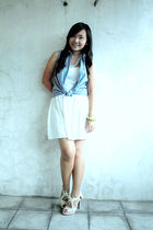 blue top - white dress - beige - blue accessories
