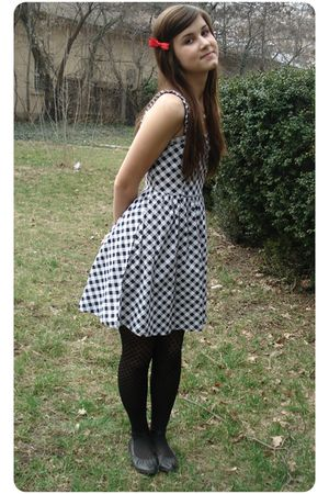 white New Yorker dress - black tights