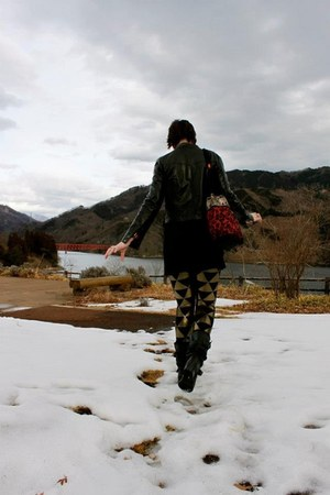 EMSEXCITE jacket - nylon BlackMilk leggings - bag