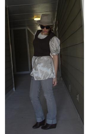 brown Express vest - white alco shirt - gray killah jeans - brown REOX boots
