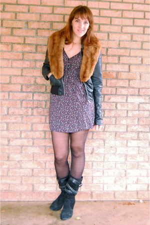 tawny fur collar vintage accessories - black old boots - blue boutique dress