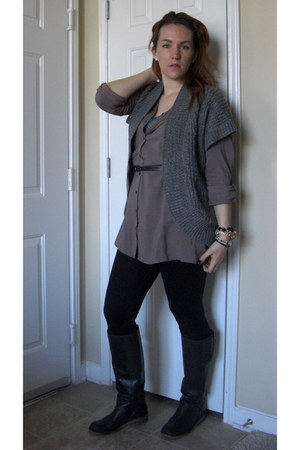 black lucky boots - gray Forever 21 sweater - black Express leggings - light bro