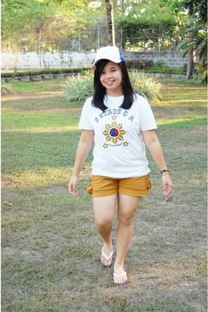 bronze shorts - white shirt