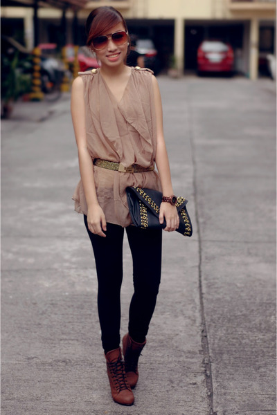tan top - black leggings - brick red boots - black bag - gold belt