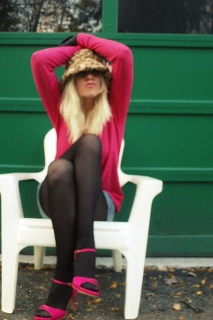 gold faux fur hat - hot pink Essentials sweater - gray denium Bongo shorts