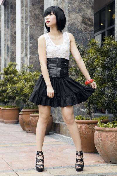 white Glitterati top - black Poisonberry skirt - black zoo shoes - red Cuteture