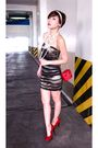 Gold-glitterati-dress-red-paloma-picasso-purse-red-zoo-shoes-white-forever