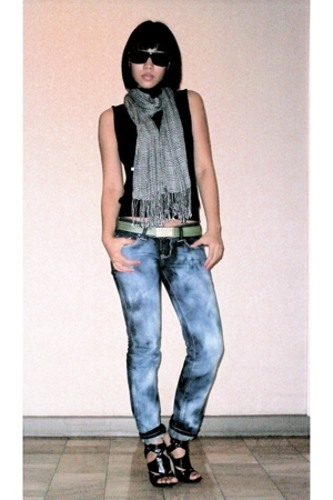 mphosis top - H&M scarf - somewhere in italy belt - F&H jeans - Anthem shoes - O