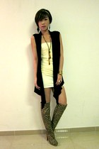 off white Topshop dress - black Details vest - tawny AC632 necklace - camel Ami