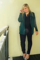 green oversized Mr Price blazer - black cotton on shirt - beige Zara bag