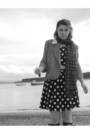 vintage dress - blazer - st michael belt - Edinburgh woolen mill scarf - Hunters