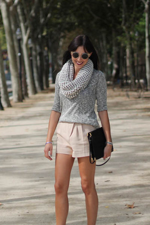 peach tailored shorts H&amp;M shorts - black Zara bag