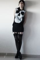 black andu t-shirt - black vintage skirt - black tights - black boots