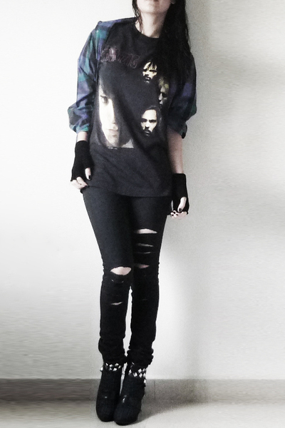 black danzig t-shirt - black jeans - blue boots - blue shirt - black gloves