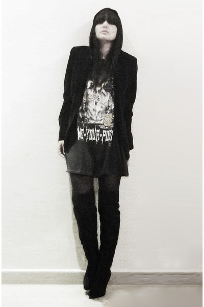 black coat - black t-shirt - black tights - black boots - black sweater