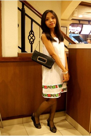 white Gaudi dress - black purse - eggshell from Kupang bracelet - black stocking