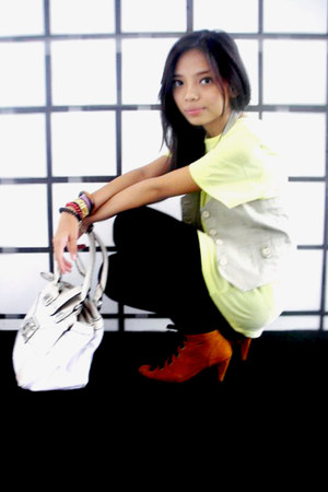 camel ankle boots bloop endorse boots - black leggings - off white Guess bag - y