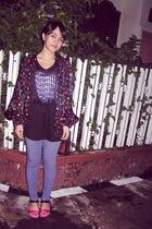 black jacket - black top - blue leggings - pink Vincci shoes - brown accessories