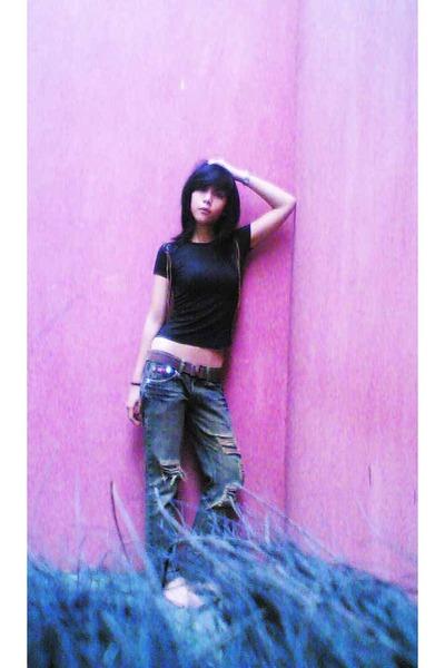 t-shirt - belt - jeans - accessories