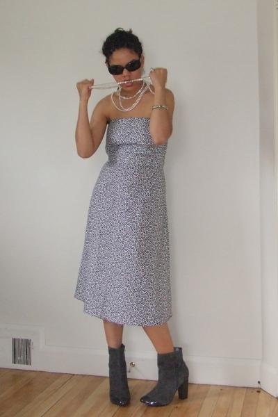NY&Co dress - Nine West shoes - Marc Jacobs sunglasses - Akoya necklace - consig