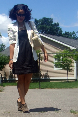 Betsey Johnson sunglasses - ann demeulemeester blazer - Juicy Couture dress - fr