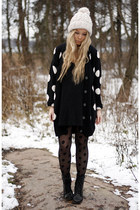 black H&M cardigan - black weekday boots - ivory H&M hat - black H&M tights
