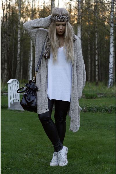 beige Monki cardigan - black faux leather GINA TRICOT leggings