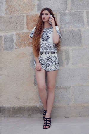 white sammydress shorts - white sammydress top - black Primadonna sandals