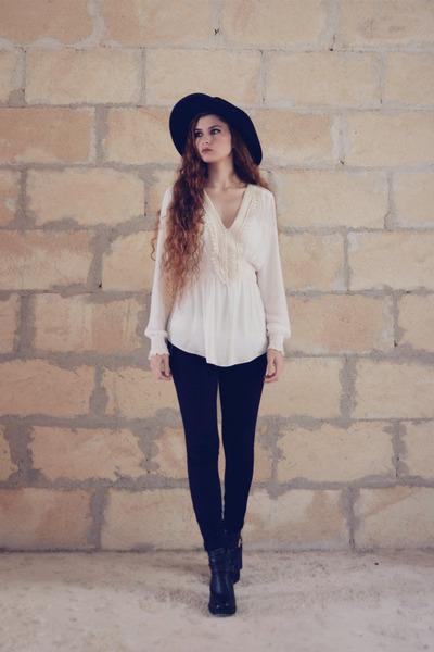 Globo boots - Terranova hat - Zara blouse - Stradivarius pants