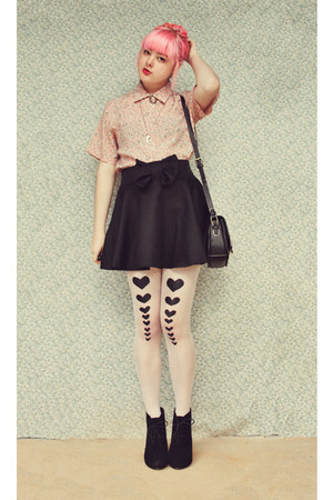 hearts DIY stockings - black Rubi shoes boots - flower print vintage shirt