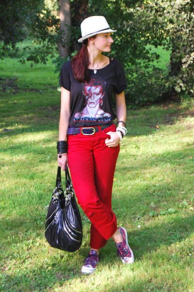 bowie asos t-shirt - red Very jeans - white asos hat - black julien mcdonald bag
